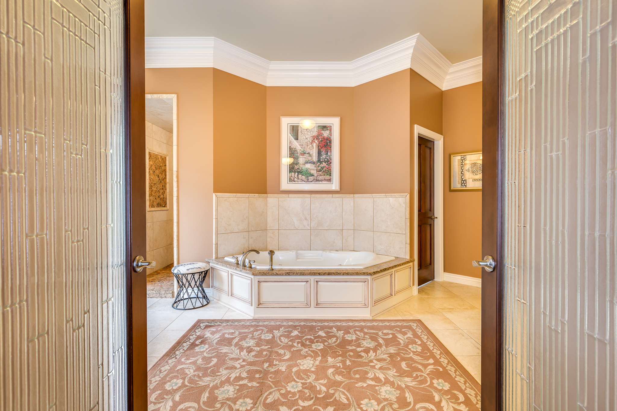 Grand entrance to a grand master bathroom.⠀ ⠀ #kamloopsphotographer #lorriejanephotography #kamloopsrealestatephotographer #kamloopslifestylephotographer #luxuryhome #RealEstate #Realtor #Realty #ForSale #NewHome #HouseHunting #HomeSale #HomesForSale #Property #Properties #Listing #Renovated #JustListed #picoftheday #instadaily #homedesign #instalike #instagram #firstimpression #curbappeal #homesweethome #kamloopsbcnow #dreamhome #milliondollarlisting #countrylife