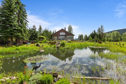 Beautiful Clearwater, BC acreage.