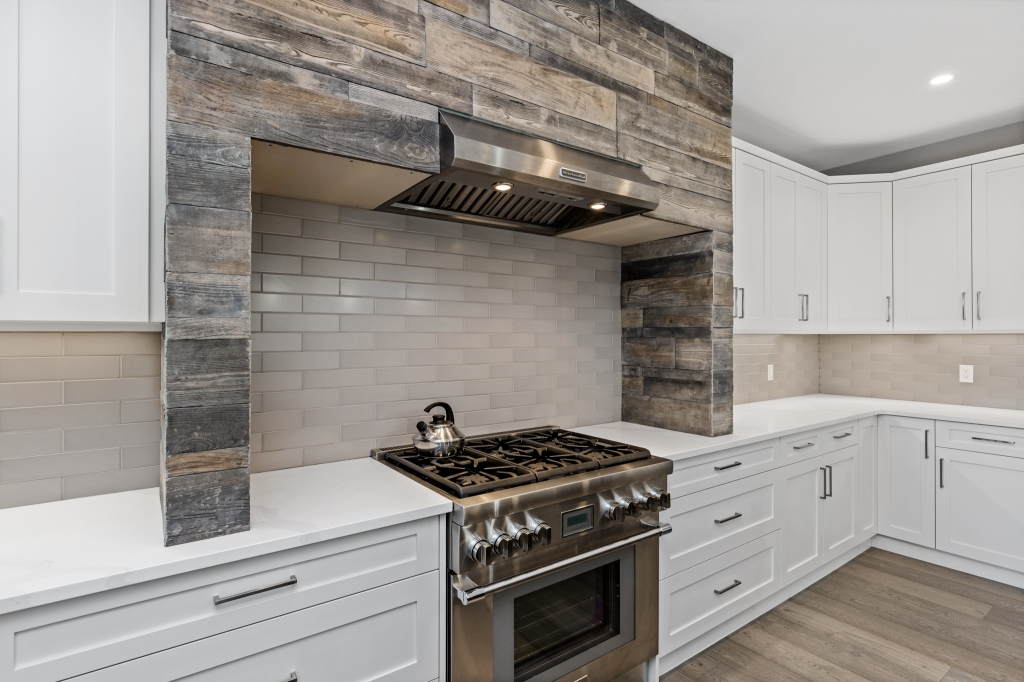 Love the woodwork in this kitchen design out in Rivershore.  #canadianhomebuilders #kamloopsphotographer #lorriejanephotography #7pointmillworks #design #carpentry #woodworking #millwork #wood #finish #carpentry #customcabinets #customwoodwork #architecturalmillwork #architecturalwoodwork #chbabc #georgieawards #canadianhomebuildersassociation #kamloopsbc #luxury #chbahousingawards #kamloopsbuilder #interiorsphotography #interiordesign #interiordesigner #architecture #supportlocal #smallbusiness #kamloopsnow #kamloopsmatters
